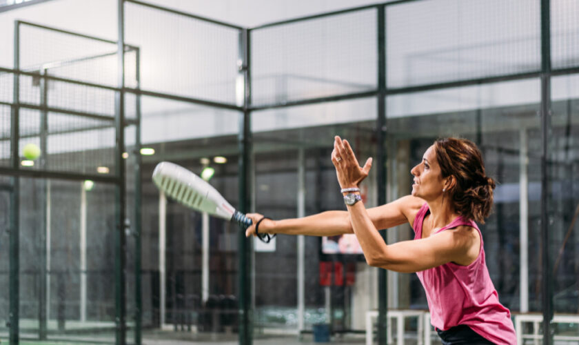 woman-playing-padel